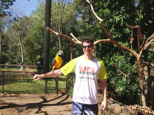 Foto com arara - Parque das Aves