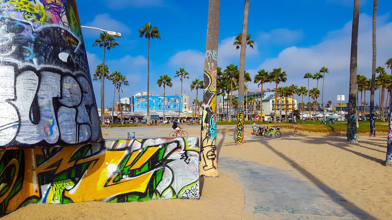 Você encontra arte de rua por toda Venice Beach